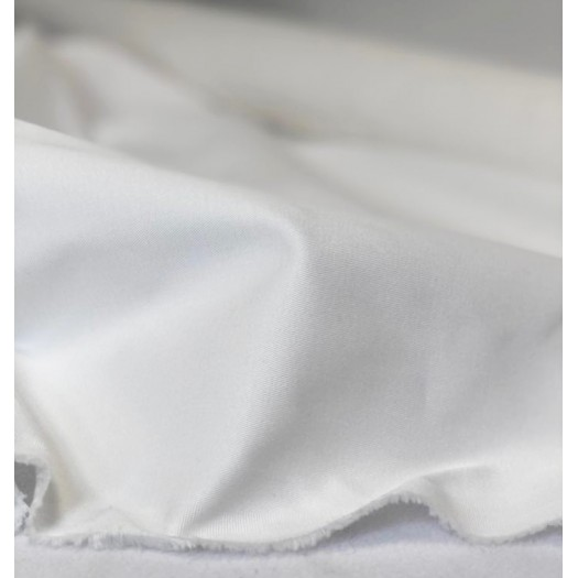 Gabardine blanche